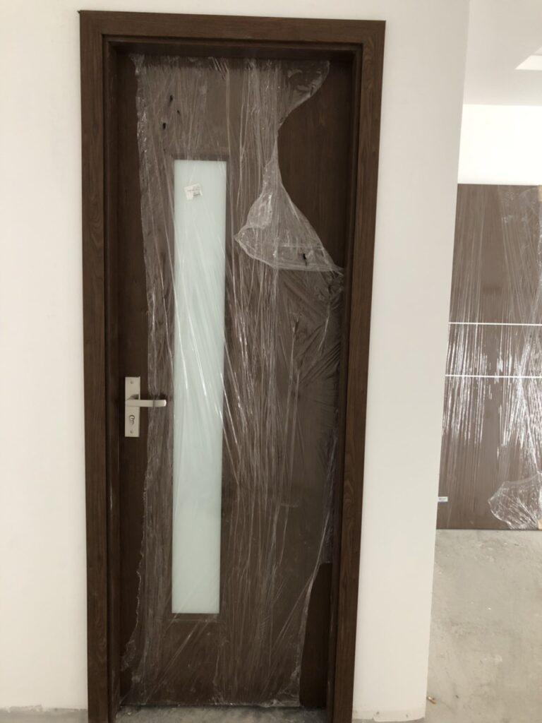 Cửa composite vệ sinh