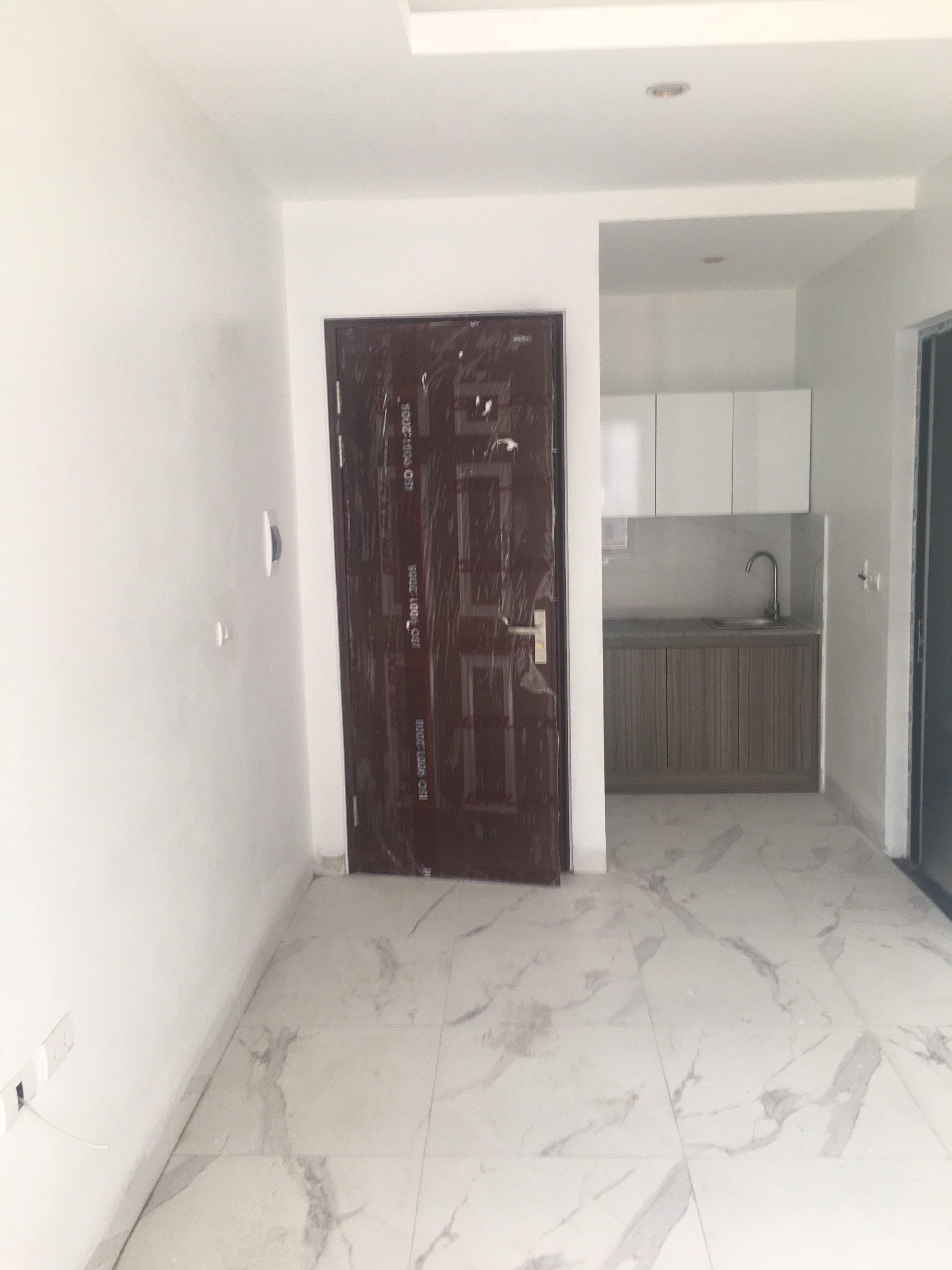 Lắp cửa thép vân gỗ Galaxy cho chung cư mini