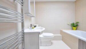Cửa vệ sinh nên làm bằng chất liệu gì