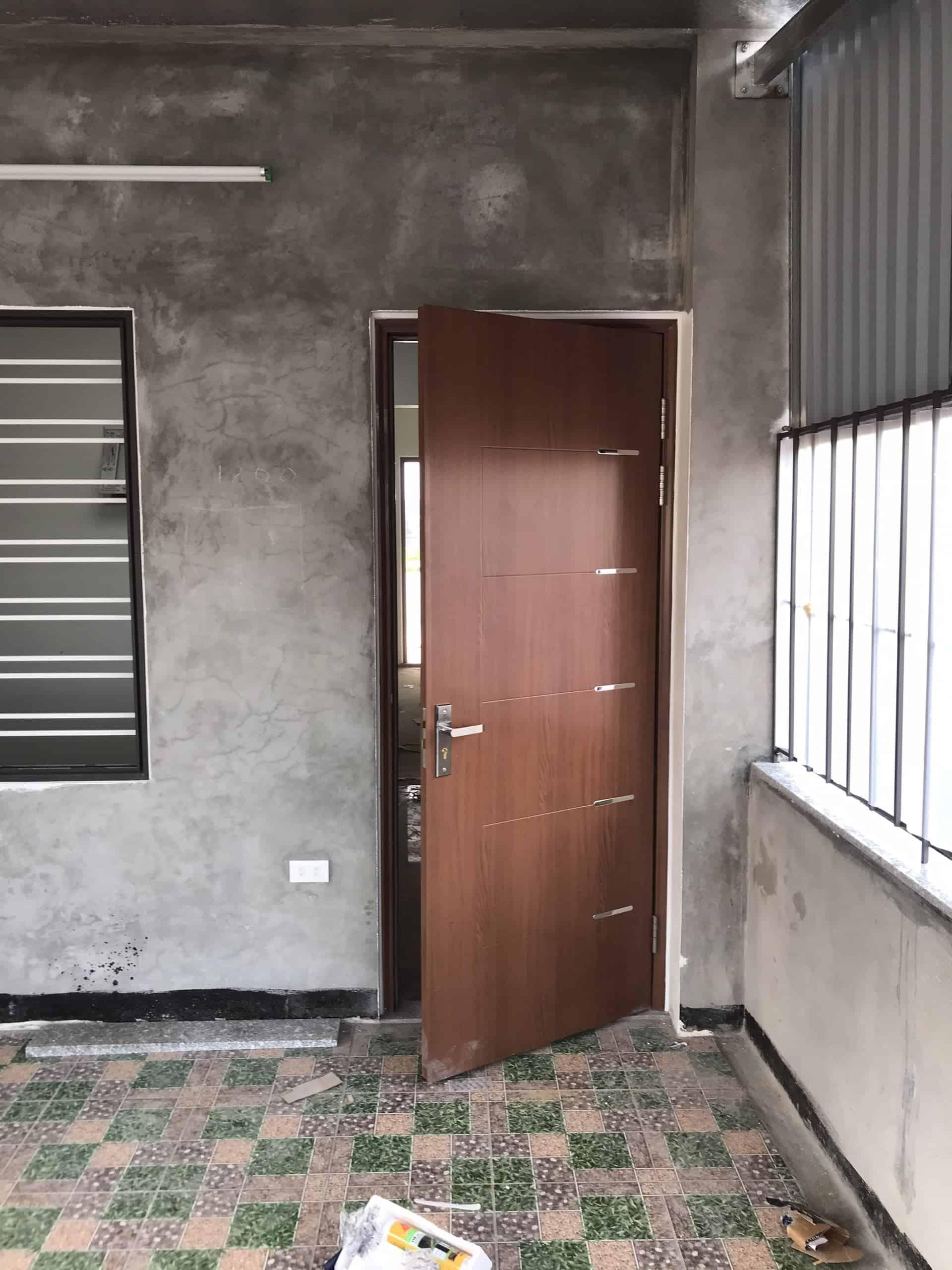 Mẫu cửa sắt 1 cánh vân gỗ hiện đại