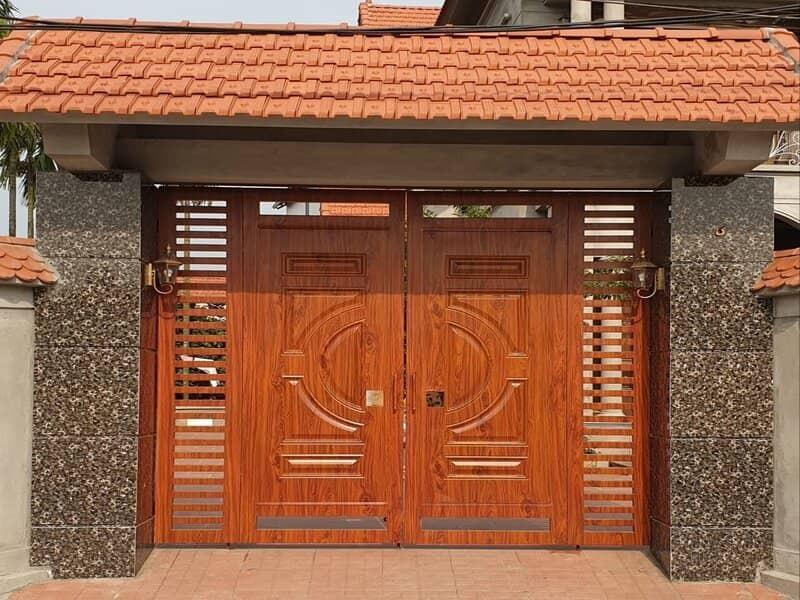 Mẫu cổng thép vân gỗ đẹp