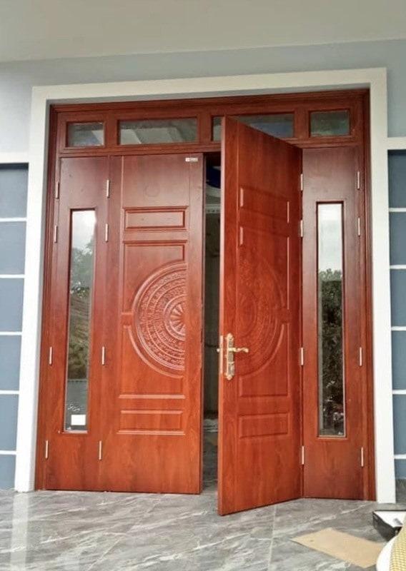 Mẫu cửa thép vân gỗ 4 cánh đẹp nhất