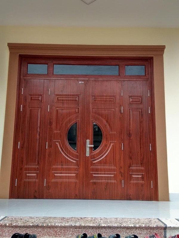 Mẫu cửa thép vân gỗ 4 cánh đẹp